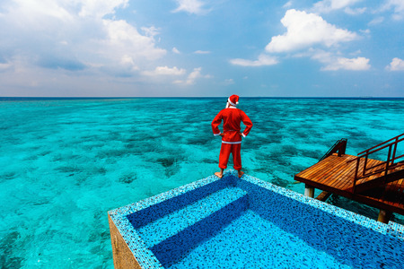 Christmas Santa Claus at tropical ocean luxury resort Banco de Imagens