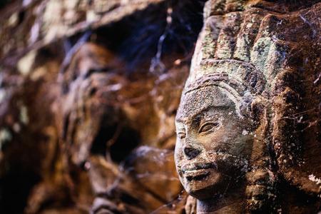 캄보디아 앙코르 고고학 지역의 Leper King 테라스에서의 저 부조