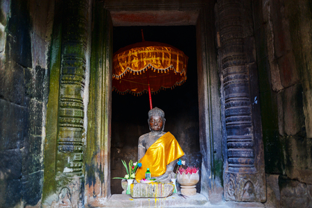캄보디아의 앙코르 고고학 지역의 부처님 동상