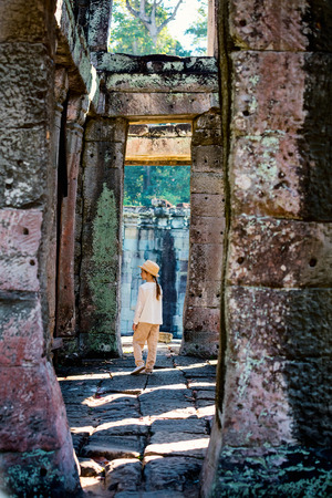 Little girl in ancient Angkor Wat temple in Siem Reap, Cambodia Stock fotó