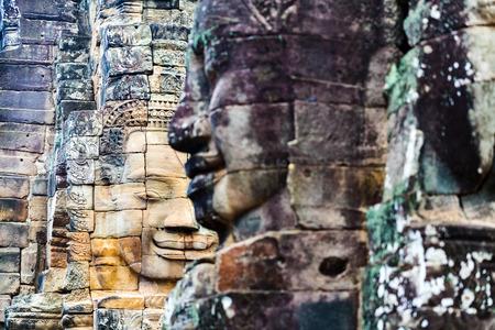앙코르 톰, 씨엠립, 캄보디아에서 고대 바이욘 사원 인기있는 관광 명소의 얼굴.