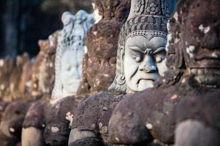 캄보디아의 앙코르 고고학 지역의 사우스 게이트 동상