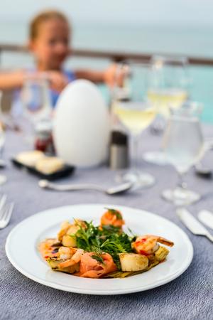 おいしい魚とホタテ貝のランチやディナーを提供しています 写真素材