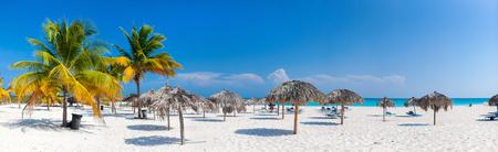 Panorama d'une belle plage des Caraïbes Banque d'images - 91249635