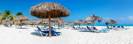 Panorama d'une belle plage des Caraïbes Banque d'images - 91249598
