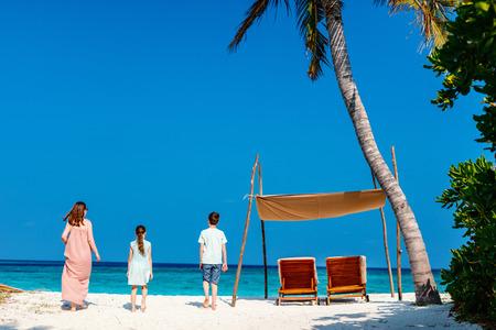 Family mother and kids enjoying tropical beach vacation Banco de Imagens