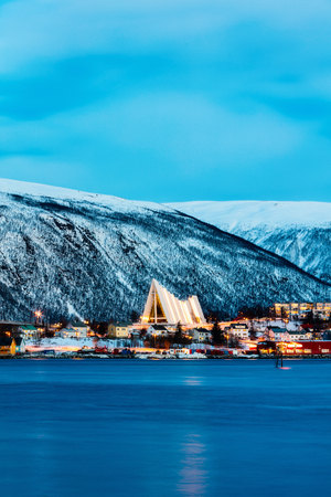 Arctic Cathedral church in Tromso Northern Norway at dusk twilight 免版税图像