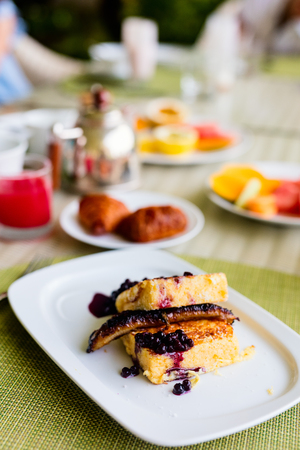 Delicious banana french toasts served for breakfast Standard-Bild - 107393593