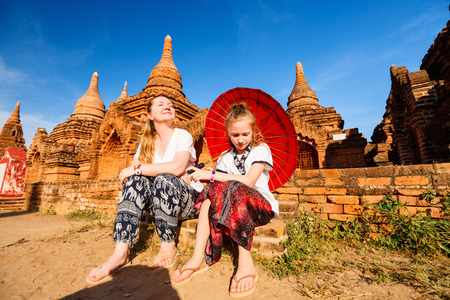 Family of mother and daughter visiting ancient temples in Bagan Archeological area in Myanmar 스톡 콘텐츠 - 117618289