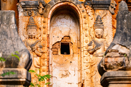 Close up details of Shwe Indein pagoda near lake Inle in Myanmar Imagens