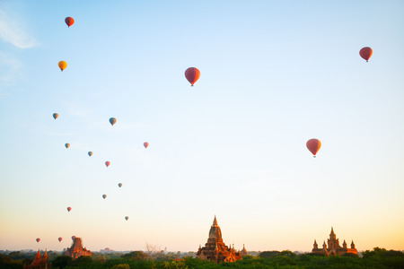 Stunning landscape view of hot air balloons fly over thousands of ancient pagodas at morning in Bagan Myanmar Stockfoto