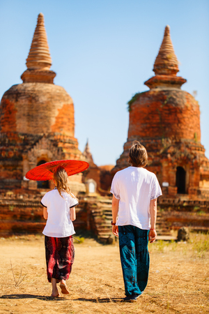 Back view family of father and daughter visiting ancient temples in Bagan Archeological area in Myanmar 스톡 콘텐츠