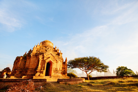 Stunning landscape view with thousands of historic buddhist pagodas and stupas in Bagan Myanmar 스톡 콘텐츠 - 120141098