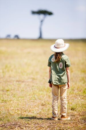 Adorable little girl enjoying safari vacation in Kenya Stockfoto