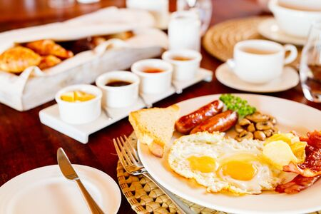 Delicious breakfast with fried eggs, bacon and vegetables Stockfoto