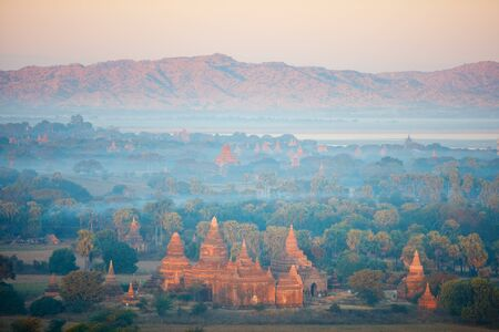 Stunning landscape view with thousands of historic buddhist pagodas and stupas in Bagan Myanmar Stockfoto