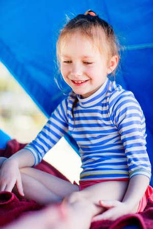 Little girl at luxury resort relaxing at beach cabana Zdjęcie Seryjne