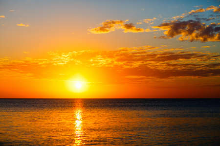 Beautiful sunset over tropical sea Zdjęcie Seryjne