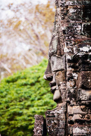 Faces of ancient Bayon temple popular tourist attraction in Angkor Thom, Siem Reap, Cambodia Zdjęcie Seryjne - 155367387