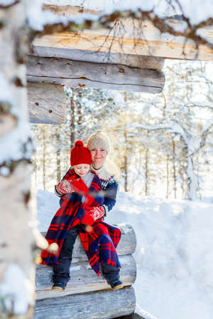 Beautiful family of mother and her little daughter enjoying snowy winter day outdoors Zdjęcie Seryjne - 155235169