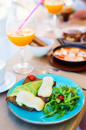 Healthy breakfast with avocado toast and fresh green salad Zdjęcie Seryjne
