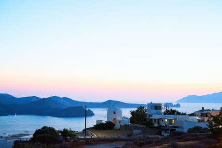 Magnificent sunset over Milos island coastline in Greece 免版税图像