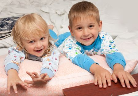 uncombed: The brother with sister in pyjamas before a dream joyful