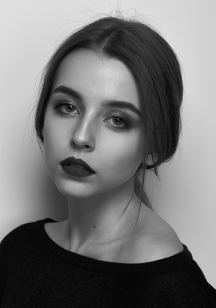 Dramatic black and white portrait of a beautiful girl on a white background in the studio Standard-Bild