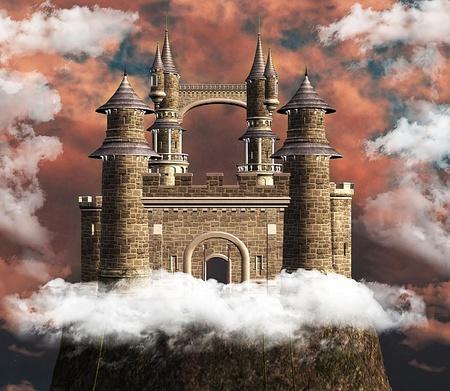 castillos de princesas: Maravilloso castillo en una colina Foto de archivo