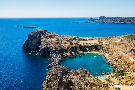 Luftaufnahme in Saint Paul Bucht von Lindos Rhodes Island, Griechenland Standard-Bild