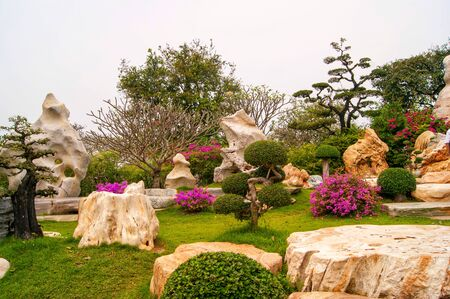 January 27, 2013 Nong Nooch Tropical Botanical Garden is a 500-acre botanical garden and tourist attraction at kilometer 163 on Sukhumvit Road in Chonburi Province, Thailand.