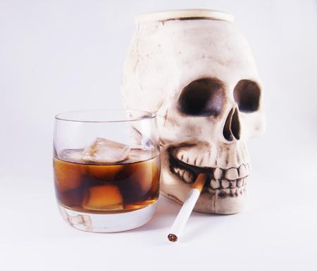 malos habitos: Imágenes dice acerca de los peligros de los malos hábitos Foto de archivo