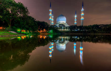 shah: Masjid Sultan Salahuddin Abdul Aziz Shah - The Blue Mosque Stock Photo