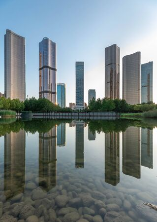 Lakeside modern office building reflection on the water 写真素材 - 129394509