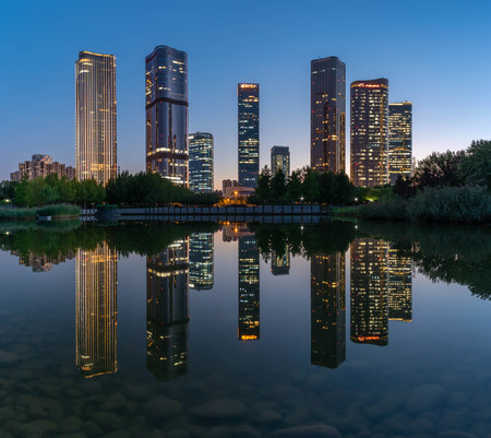 Lakeside modern office building reflection on the water 報道画像