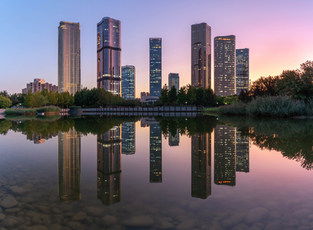 Lakeside modern office building reflection on the water 写真素材 - 129381799
