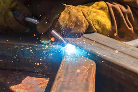 Welding work, welder welding metal material in heavy industry manufacturing, video clip Archivio Fotografico
