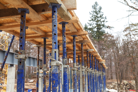 Strengthen the foundation of the second floor of the house with metal racks. Wooden frame for formwork