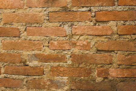 broken wall: textura de la pared rota vieja con el ladrillo Foto de archivo