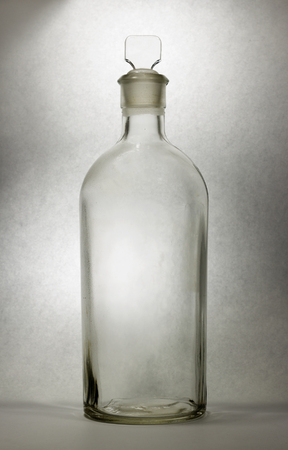 veneno frasco: Vintage medical bottle of clear glass Foto de archivo