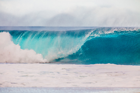 The world famous Bonzai Pipeline surf wave on the North Shore, Oahu, Hawaii 版權商用圖片