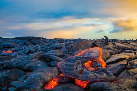 Lava caliente en la isla grande de Hawái