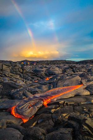 lava que fluye en la gran isla de hawaii