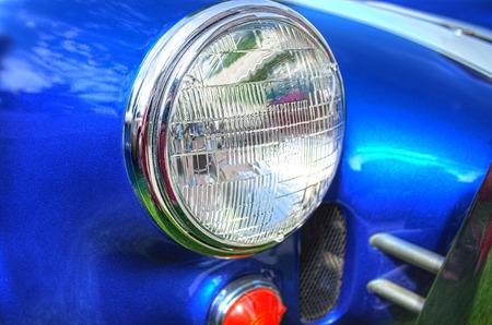 レトロなスポーツカーのヘッドライト