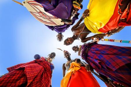 Afrikanischer Stamm Maasai Standard-Bild - 76806793
