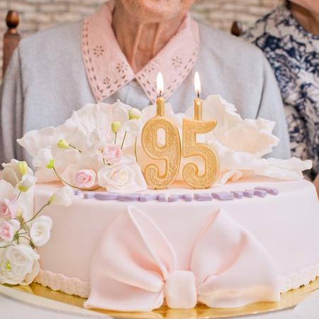 95 세의 케이크 스톡 콘텐츠