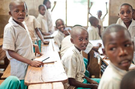 Kenia. Mombasa. 25 de enero de 2012 Estudiantes africanos. Escuela. Editorial
