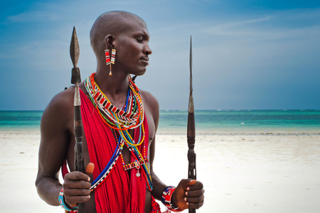 retrato de un guerrero masai en África. Tribu, playa Diani, cultura