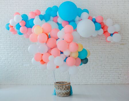 balloons basket for air flight on white brick background with bright blue pink background with free space, event children's party space text sweets, holiday decorations blue pink Standard-Bild - 129167695
