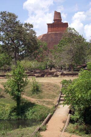 anuradhapura: Brick dagoba in Anuradhapura, Sri Lanka